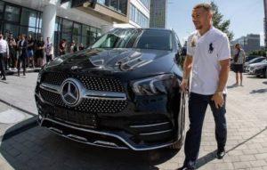 Петру Яну подарили автомобиль за победу в чемпионском бою